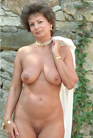 Free picture gallery of nude mature woman