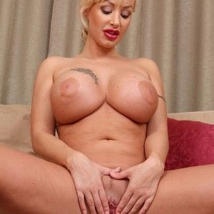 Huge load of cum in her pussy