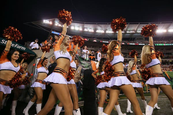 Hot cheerleaders having sex on the bus