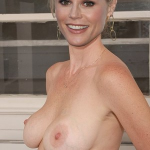 Free nude pictures of celebrity julie bowen