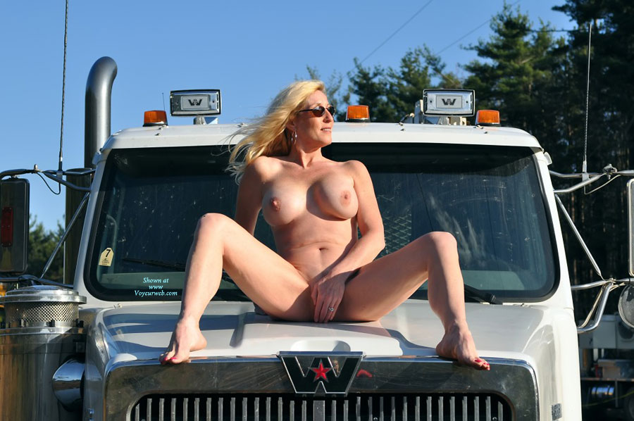 Images of naked women from the hood