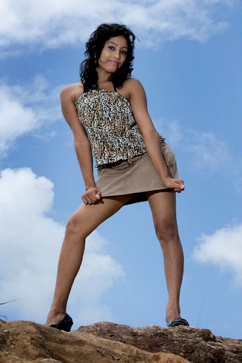 Hot sri lankan girl short skirt pics