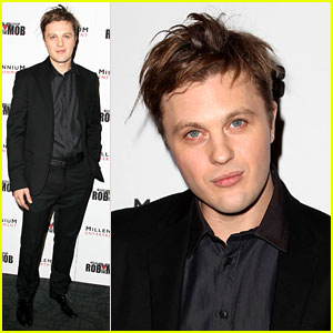 Is michael pitt related to brad pitt