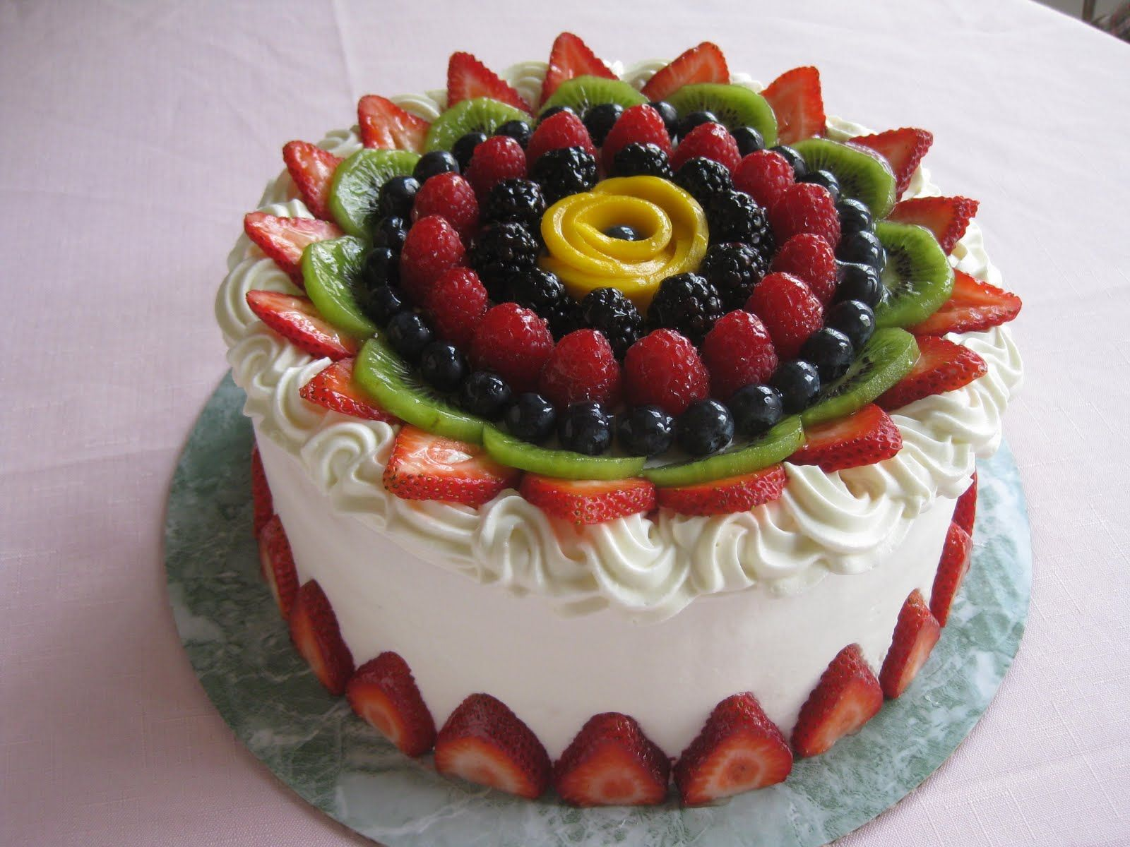 How to mature a fruit cake quickly