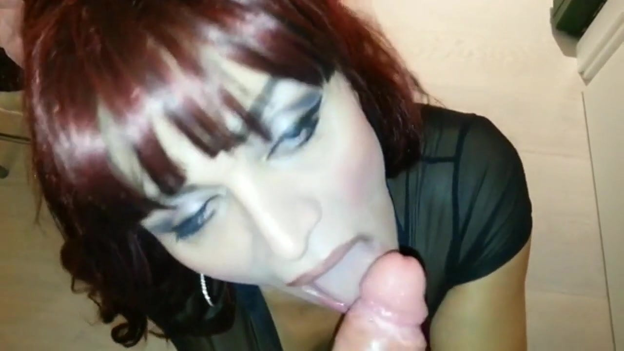 Caked on make up tranny blowjob porn