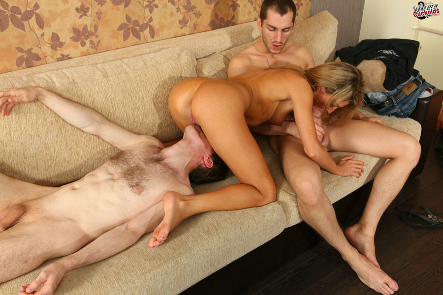 The cuckold sucked his wife s pussy