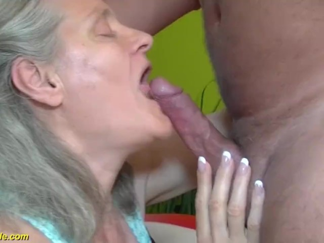 Old granny loves deep throating and swallowing