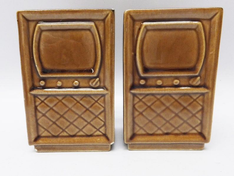 Vintage tv set salt and pepper shaker