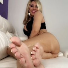 Erotic nikki milf gives a cummy footjob