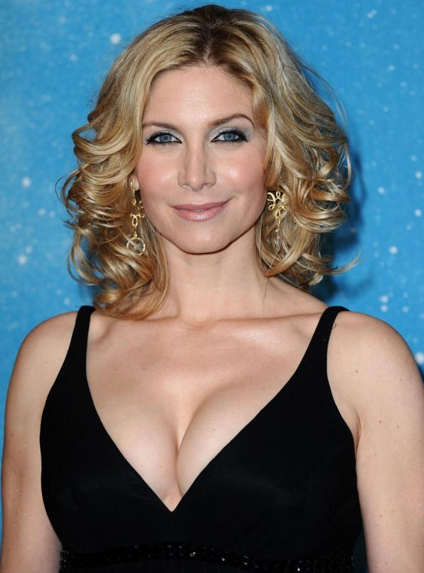 How big are elizabeth mitchell s boobs