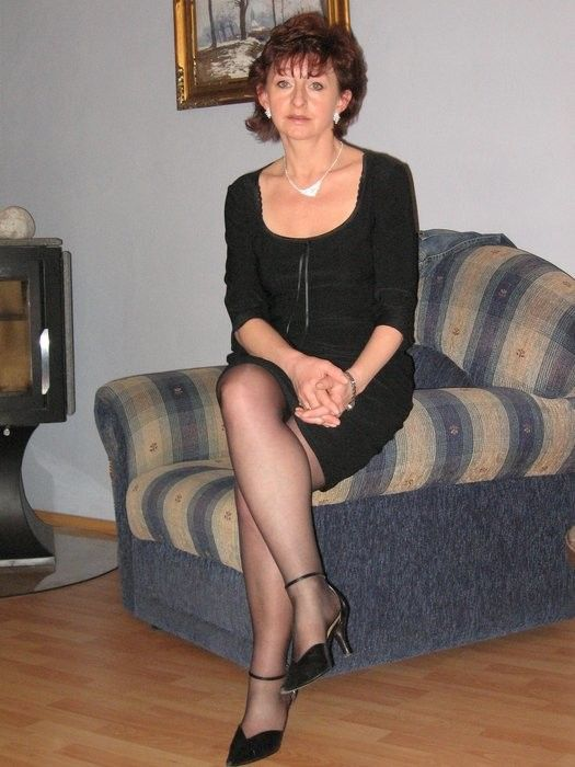 Amiddle age women in short skirts fucking